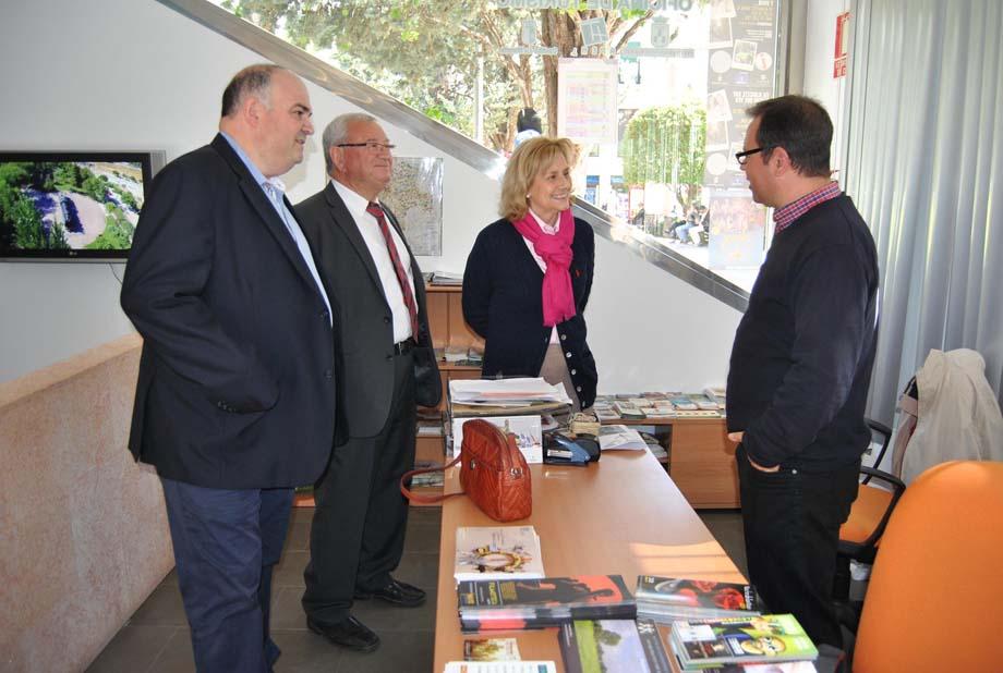 M s de visitantes han pasado por la oficina de for Oficina de turismo albacete