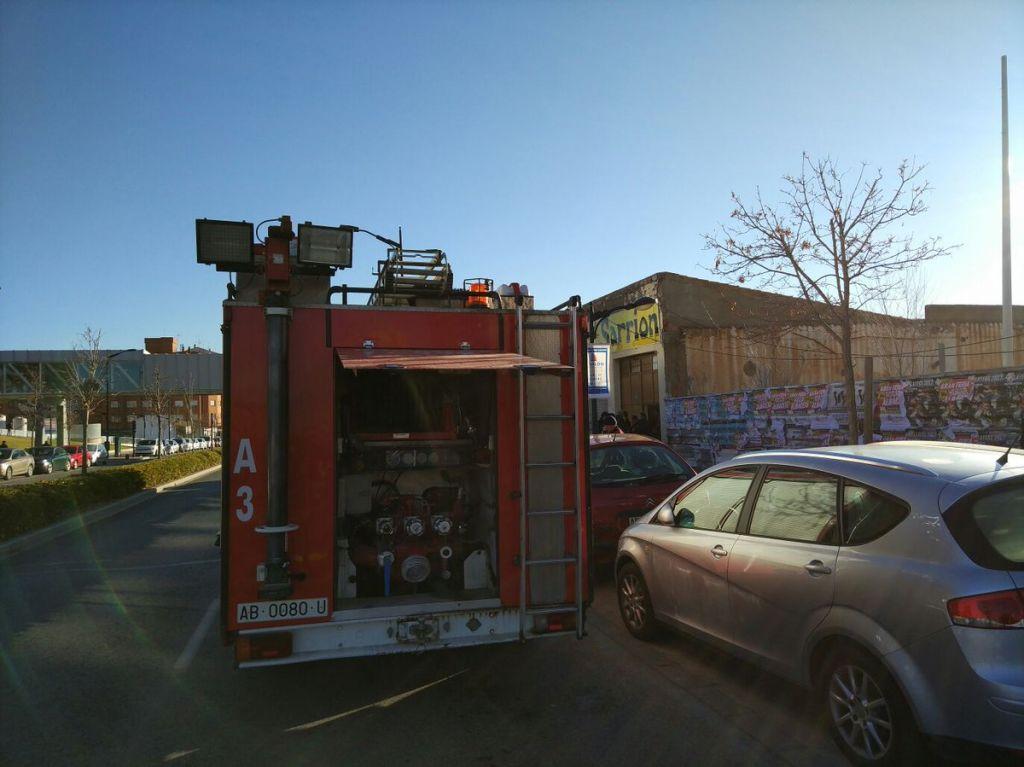 Un herido por un incendio en una cochera usada como vivienda, en ...