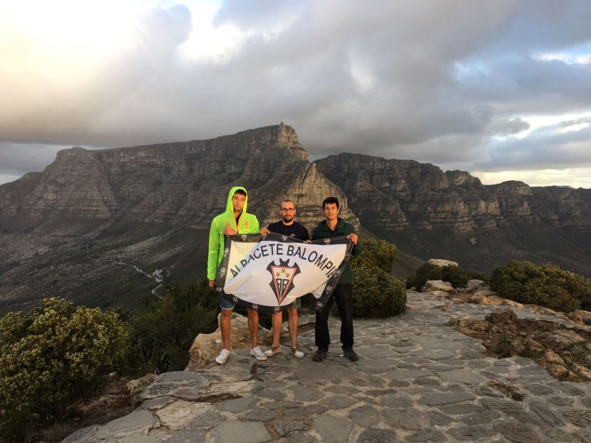 El Alba 'frente' a la famosa Table Mountain